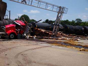 Truck Train Accident.jpg (15752 bytes)